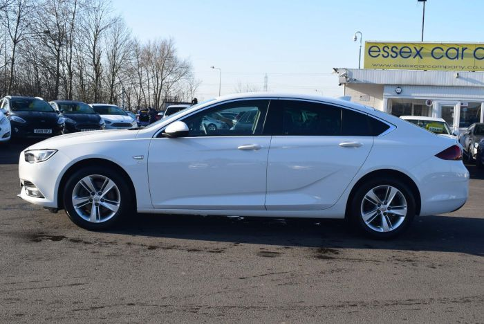 Vauxhall Insignia 1.6 Turbo D BlueInjection SRi Nav Grand Sport Auto (s/s) 5dr Hatchback Diesel White