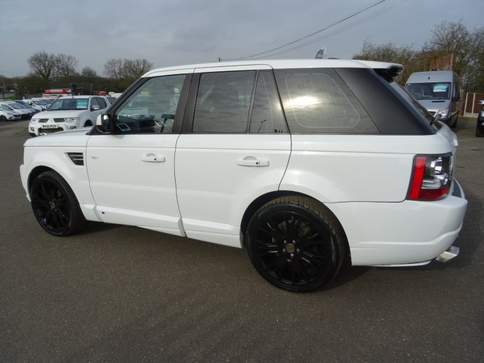 Land Rover Discovery 3.0 Tdv6 AUTO Hse OVERFINCH Estate Diesel White