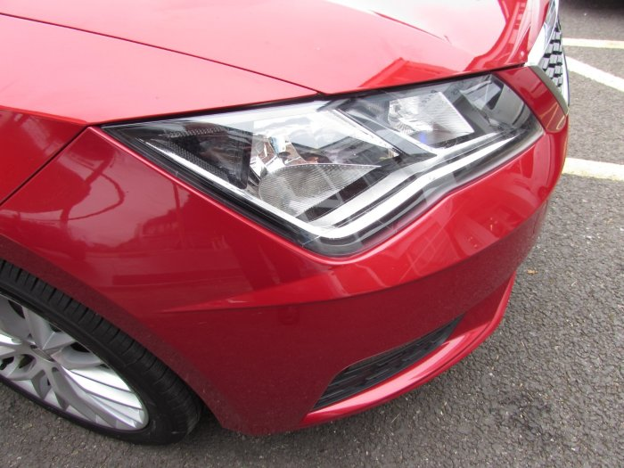 Seat Leon 1.2 Tsi (110ps) SE Dynamic Technology 5dr Hatchback Petrol Red